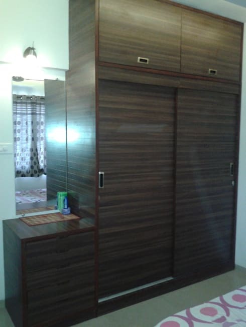Dresser along with the wardrobe: modern Bedroom by Global Associiates