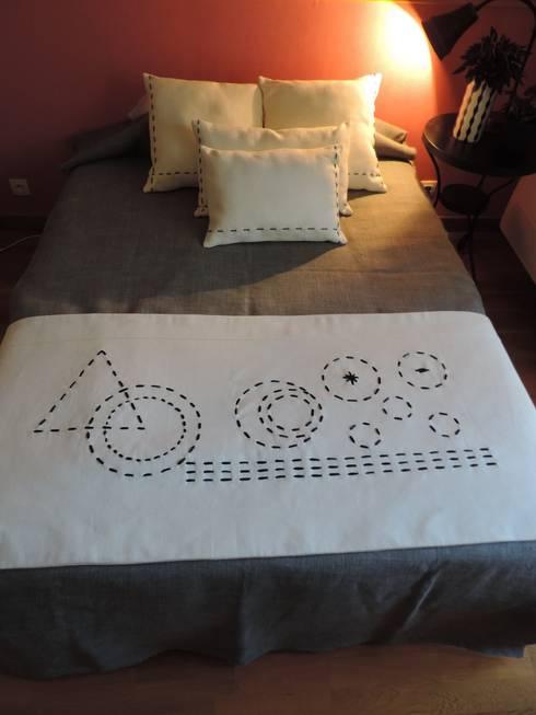 """Plaid """"bout de lit"""" très décoratif: Chambre de style de style Moderne par Lin Dentelle"""