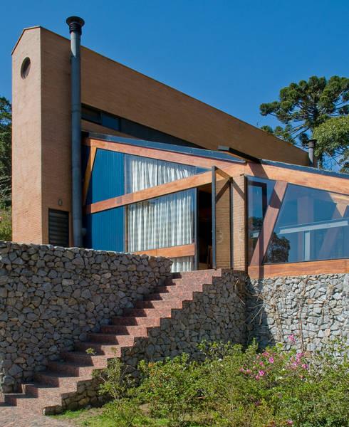 Vista do Deck para a Casa: Casas modernas por Carlos Bratke Arquiteto