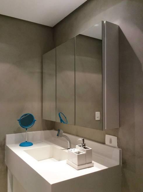 Reforma Apartamento Guarapari: Banheiros modernos por STUDIO 52