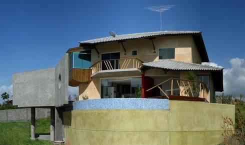 Casa Ecológica I: Casas rústicas por alexis vinícius arquitetura e design
