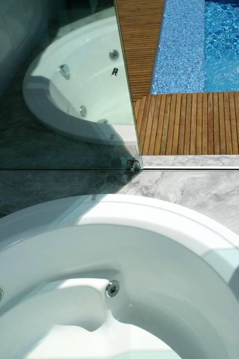 Casa Ecológica I: Banheiros rústicos por alexis vinícius arquitetura e design