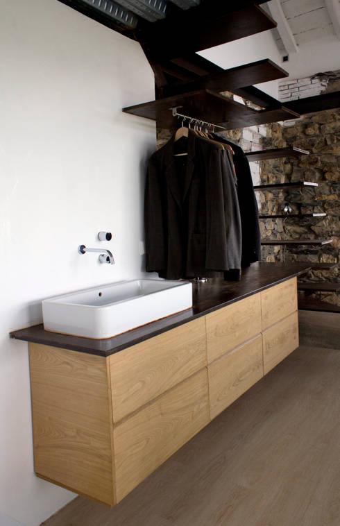 Reforma Vivienda Unifamiliar: Baños de estilo moderno de Tagarro-De Miguel Arquitectos