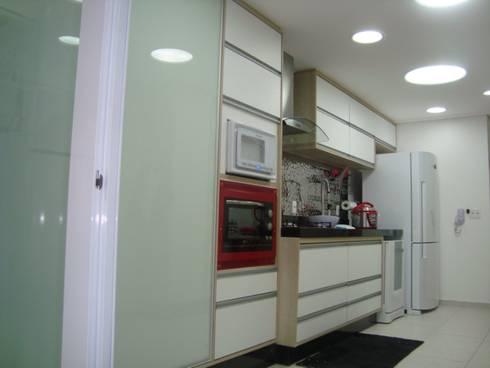 COZINHA: Cozinhas modernas por Nanci Pedro Arquitetura
