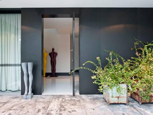 MODERN&DARING: Casas modernas por SA&V - SAARANHA&VASCONCELOS