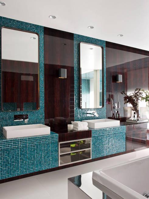 MODERN&DARING: Casas de banho  por SA&V - SAARANHA&VASCONCELOS