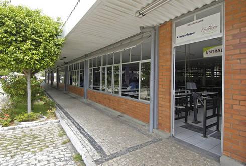 Grendene Fortaleza: Espaços comerciais  por Aurion Arquitetura e Consultoria Ltda