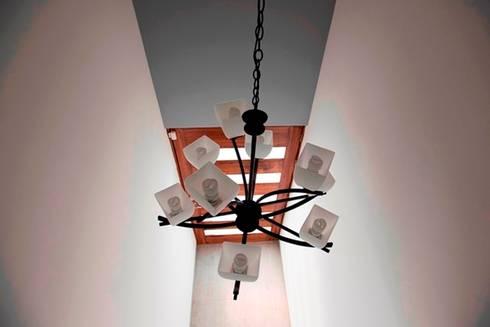 Lámpara : Arte de estilo  por JF ARQUITECTOS