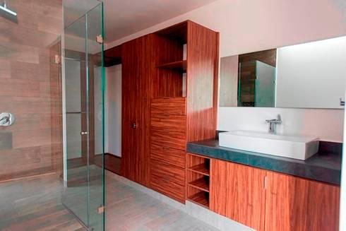 Closet y Baño: Baños de estilo  por JF ARQUITECTOS