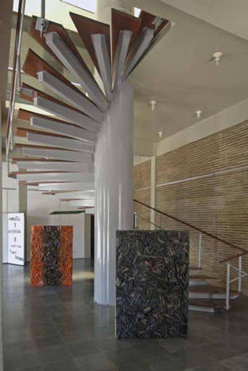 Casa da Cultura: Espaços comerciais  por Aurion Arquitetura e Consultoria Ltda
