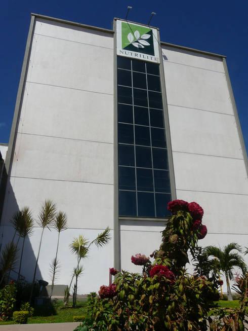 Nutrilite: Espaços comerciais  por Aurion Arquitetura e Consultoria Ltda