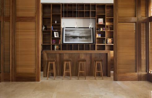 Lobby: Pasillos y recibidores de estilo  por diesco