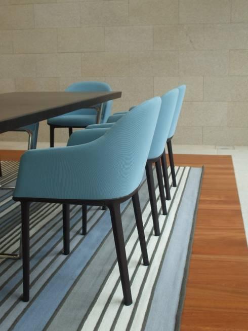 Moradia A+LO: Salas de jantar  por Space Invaders _ Arquitectura e Design
