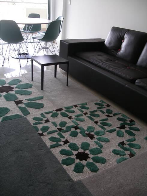 Apartamento de férias EN: Salas de estar modernas por Space Invaders _ Arquitectura e Design