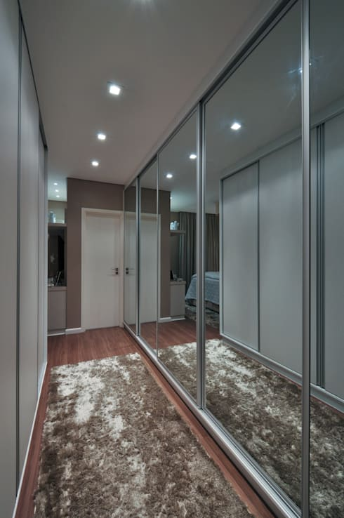غرفة الملابس تنفيذ Guido Iluminação e Design