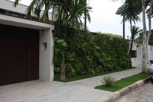 Residência City Boaçava: Casas tropicais por HZ Paisagismo
