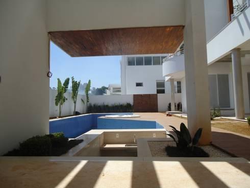 Residência Bauru: Jardins tropicais por HZ Paisagismo