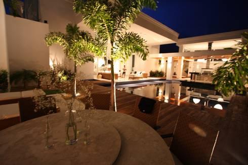 Residência Bauru II: Jardins clássicos por HZ Paisagismo