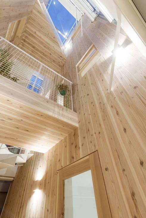 千歳烏山の家: ディンプル建築設計事務所が手掛けた廊下 & 玄関です。