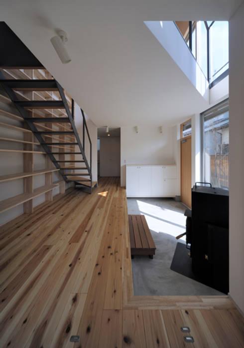 Projekty,  Korytarz, przedpokój zaprojektowane przez FuruichiKumiko ArchitectureDesignOffice
