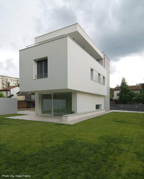 Projekty, nowoczesne Domy zaprojektowane przez Studio Vivian