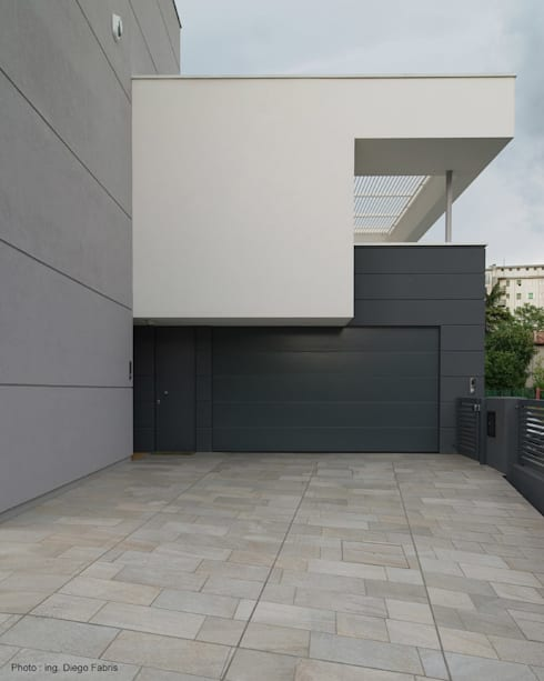 Urban House: Garage/Rimessa in stile  di Studio Vivian