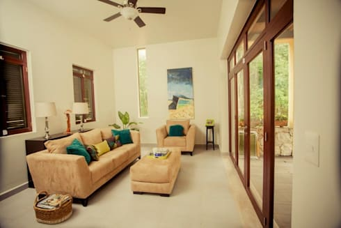 Casa Baya: Salas de estilo moderno por IURO