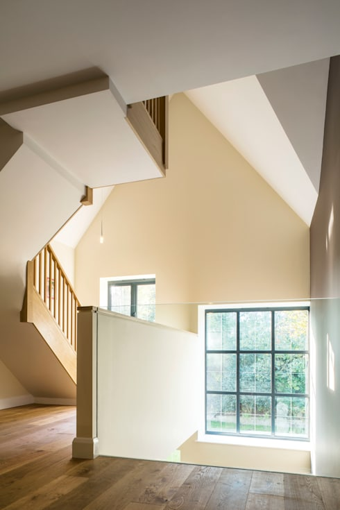 Flur & Diele von Frost Architects Ltd