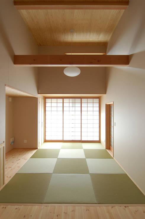 恒屋の家: 今村建築一級建築士事務所が手掛けたリビングです。