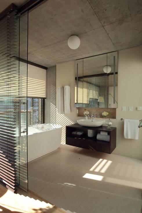 Hidromasajes, Minipiscinas & Ecobox: Baños de estilo moderno por AQUAGLASS