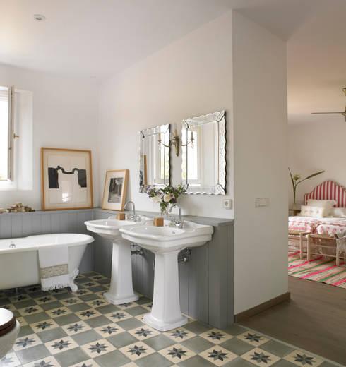 Banheiros modernos por Melian Randolph