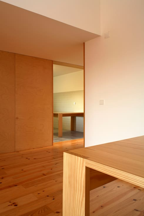 Casa Eira: Salas de jantar modernas por SAMF Arquitectos