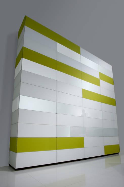 Dormitorios de estilo  de Avelis GmbH & Co KG