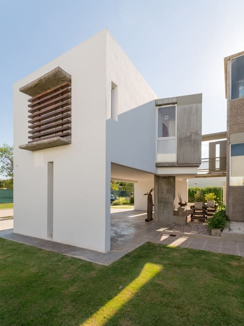 Houses by barqs bisio arquitectos