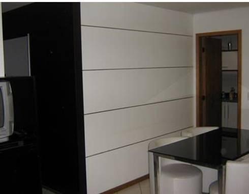projeto: Salas de estar modernas por ARQUE ARQUITETURA & CONSTRUÇÃO SUSTENTÁVEL