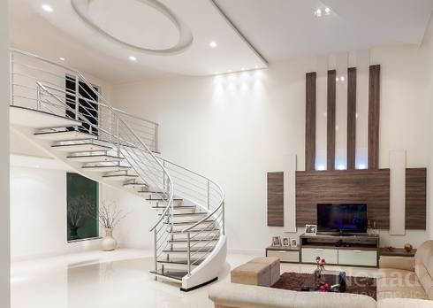 projeto: Salas de estar modernas por Dani Sanabria Arquitetura e Interiores