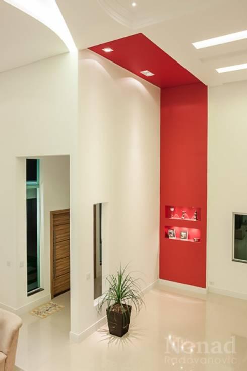 projeto: Casas modernas por Dani Sanabria Arquitetura e Interiores