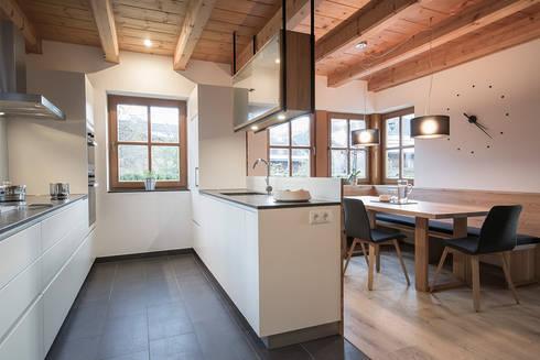 planung und umsetzung eines koch und essbereiches in wagrain von frame innenarchitektur homify. Black Bedroom Furniture Sets. Home Design Ideas