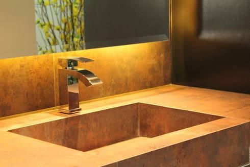 Apartamento Ânima Clube: Banheiros industriais por ArchDuo Arquitetura