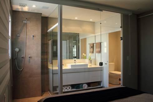 Apartamento Ânima Clube: Banheiros modernos por ArchDuo Arquitetura
