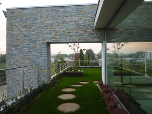Edificio uffici esposizione von Studio di architettura e ...