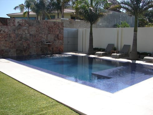 Casa Agave: Albercas de estilo moderno por AD ARQUITECTOS