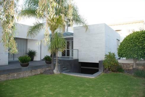 Casa Mtz.: Casas de estilo moderno por AD ARQUITECTOS