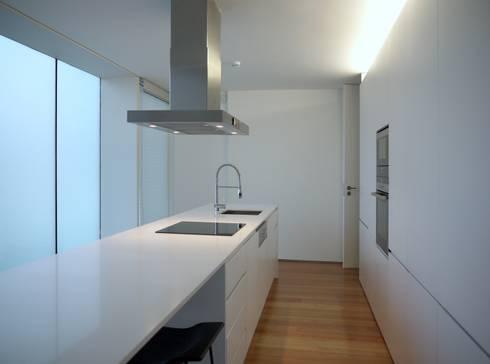 Cozinha: Cozinhas minimalistas por João Laranja Queirós