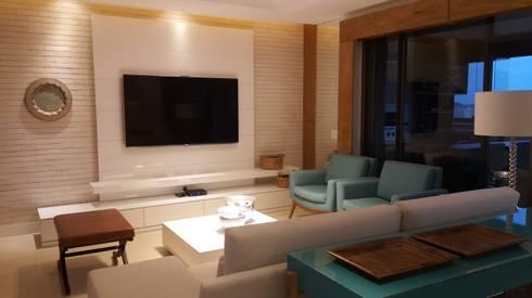 Home theater.: Salas de estar modernas por Lucio Nocito Arquitetura e Design de Interiores