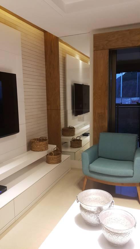 Detalhes home theater.: Salas de estar modernas por Lucio Nocito Arquitetura e Design de Interiores