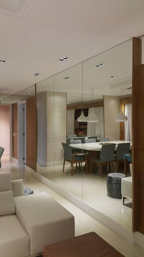 Salas de estar modernas por Lucio Nocito Arquitetura e Design de Interiores