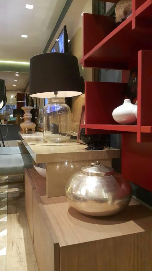 Composição harmônica no home theater: Salas de multimídia  por Lucio Nocito Arquitetura e Design de Interiores