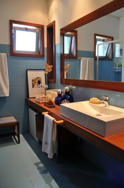 Casa Particular : Casas de banho modernas por Luisa Pinho Arte e Decoração