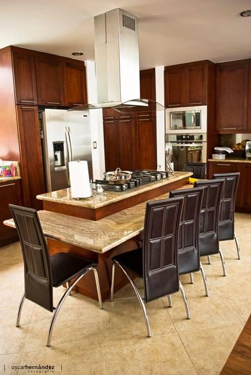 Casa Habitación - T.I: Cocinas de estilo moderno por MATE - ARQUITECTOS